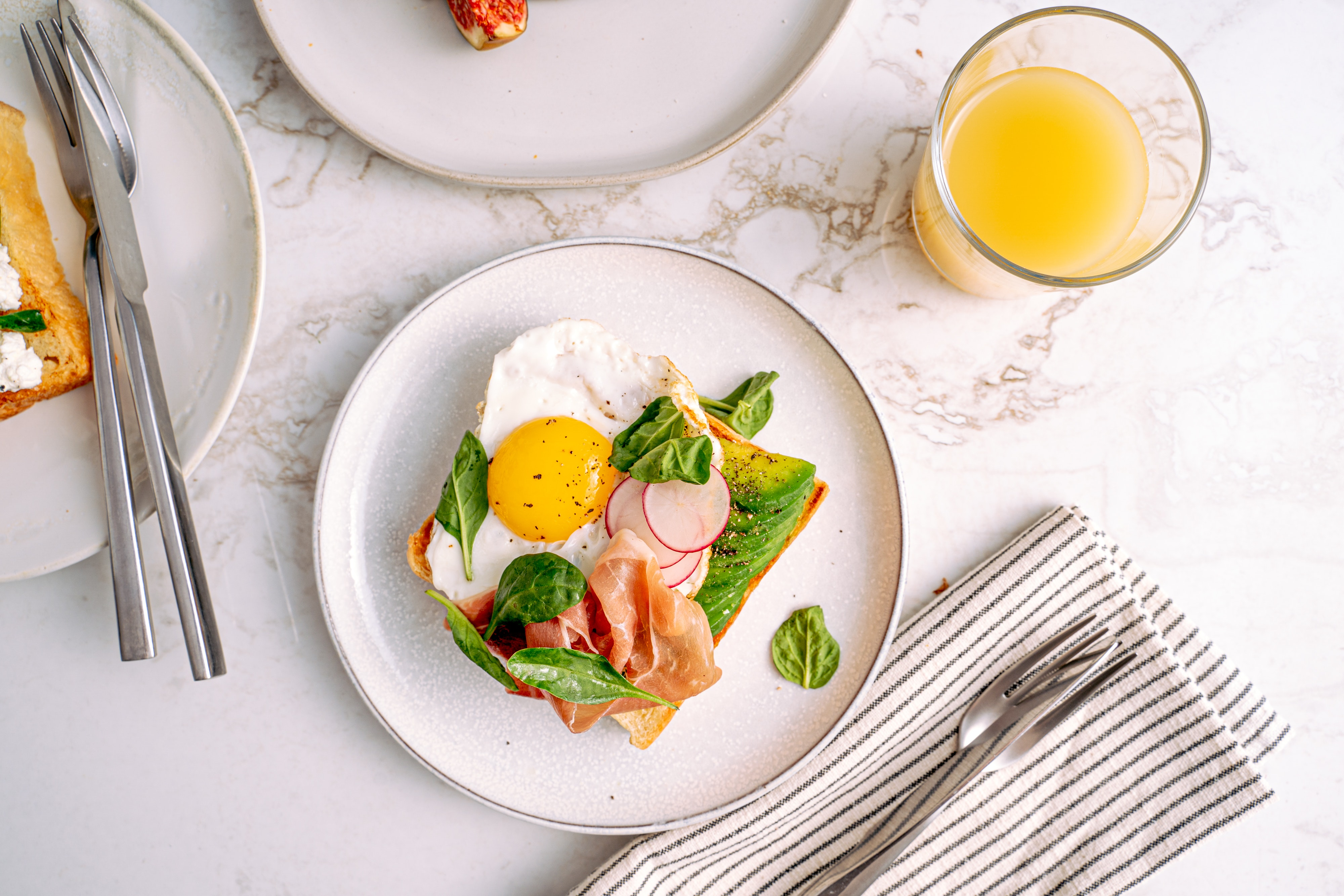 Toast with vegetables and ham with orange juice