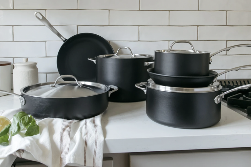 Black cookware set